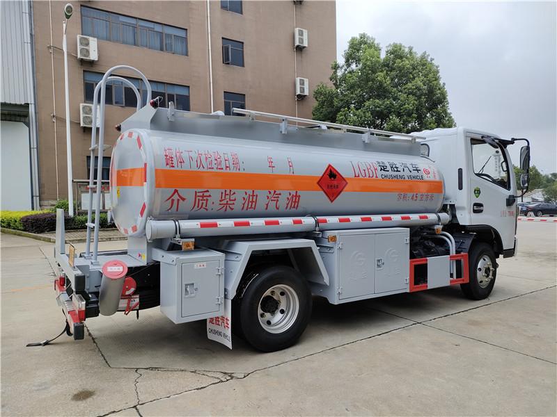 楚胜油罐车厂家 东风5吨油罐车 国六4.5方油罐车配置价格视频