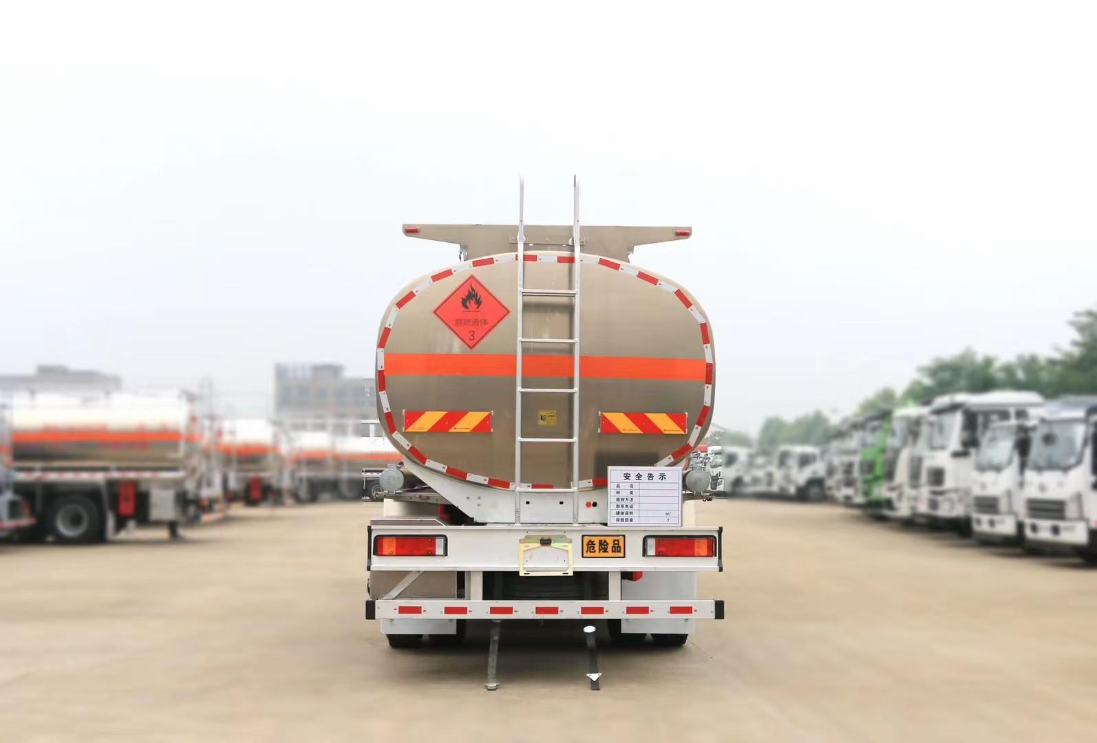 16噸柳汽小三軸運油車圖片