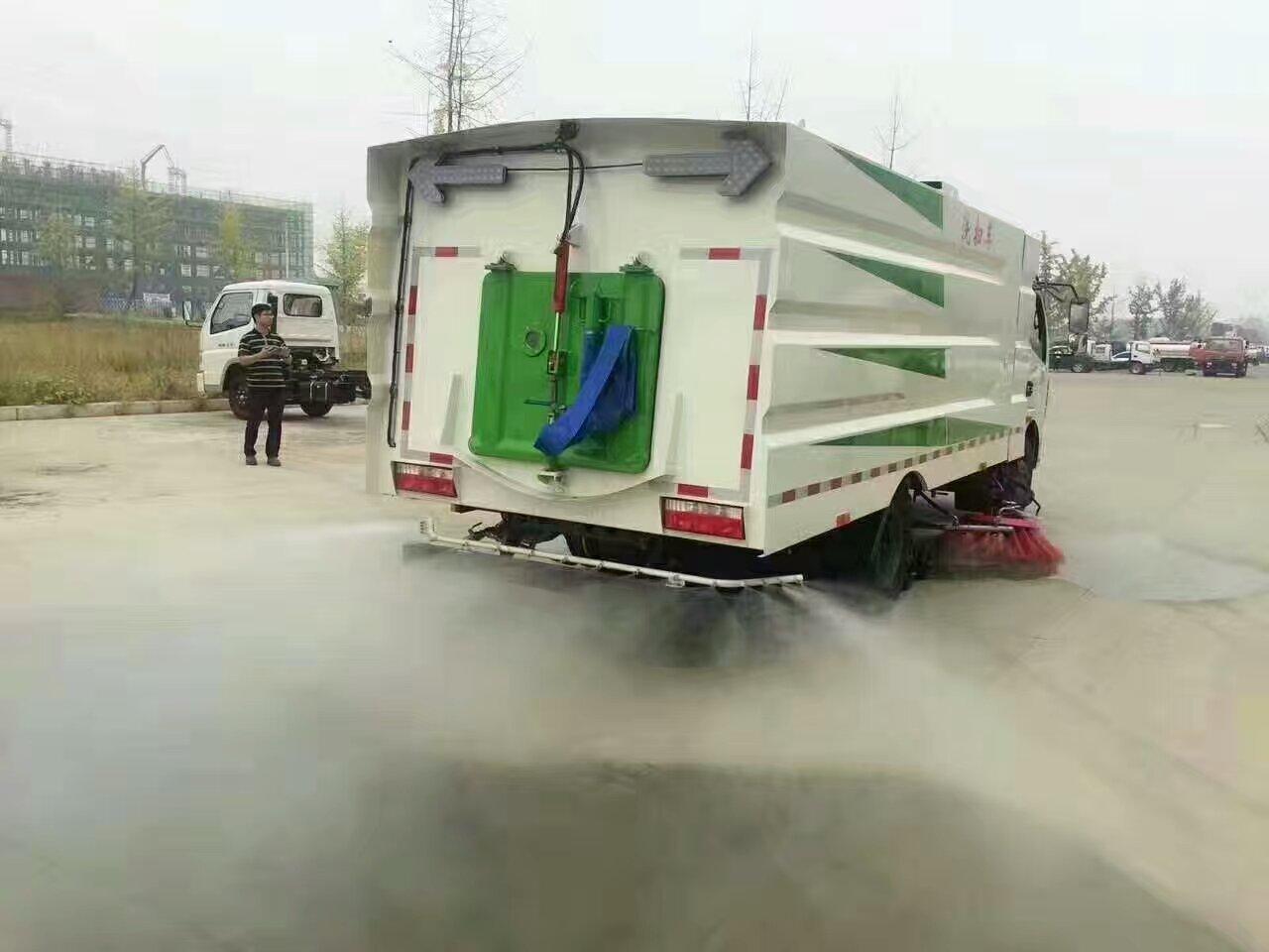 东风8方洗扫车低油耗,超静音,效率高图片