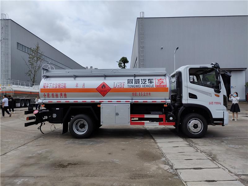 工地流动8吨加油车 东风华神国六危险品8.5方罐式运输车视频