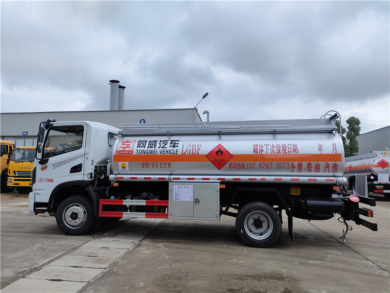 柴油罐车_东风华神8吨加油车_畅销云贵川的拉油神器 视频视频