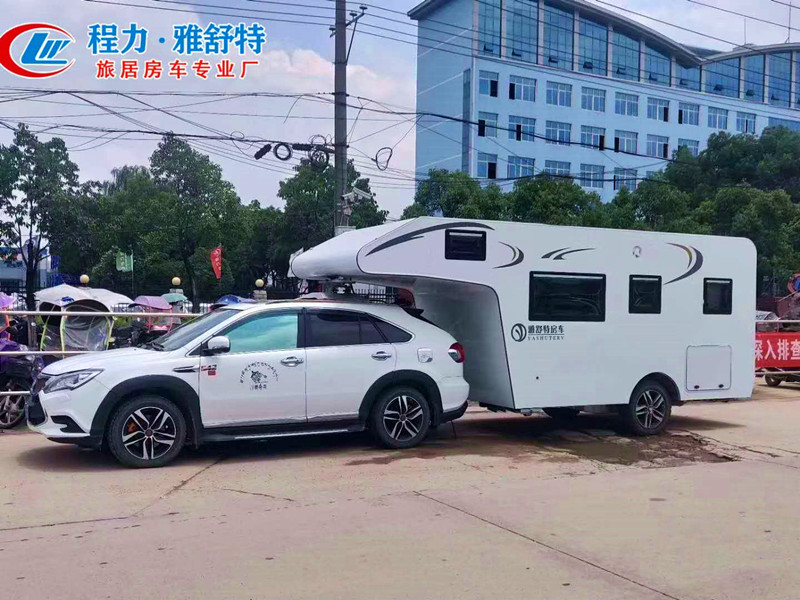 背驮式拖持房车全铝车身调头灵活演示视频视频