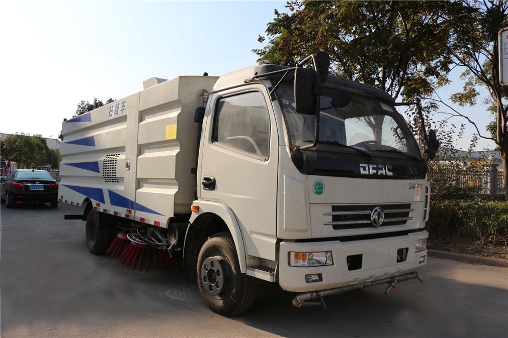 楚勝牌8噸東風大多利卡洗掃車-可加裝帶灑水車功能的掃路車圖片