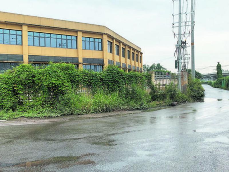 成都邛崃市洒水车加大清洁力度改善村民居住环境