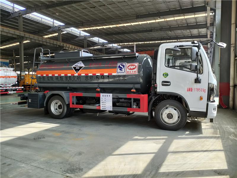 国六东风5.91方盐酸 硫酸核载6.7吨腐蚀性物品罐式运输车视频