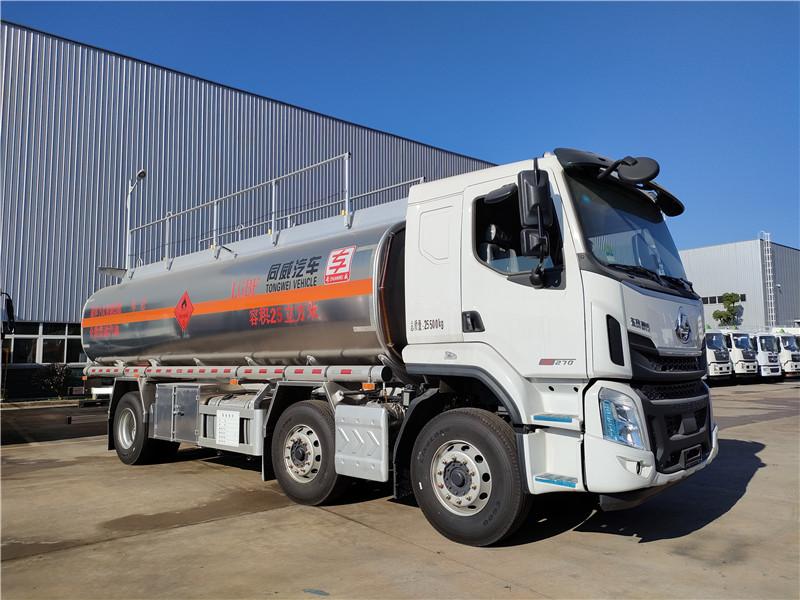 国六东风柳汽小三轴铝合金运油车 额载16.7吨汽油运输车图片