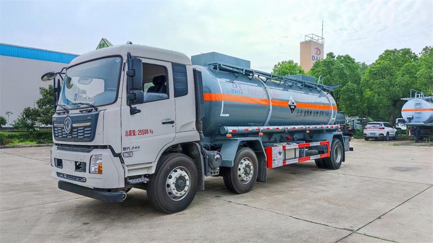 16吨天锦小三轴腐蚀性物品罐式运输车 硫酸内衬塑罐体304不锈钢运输车图片