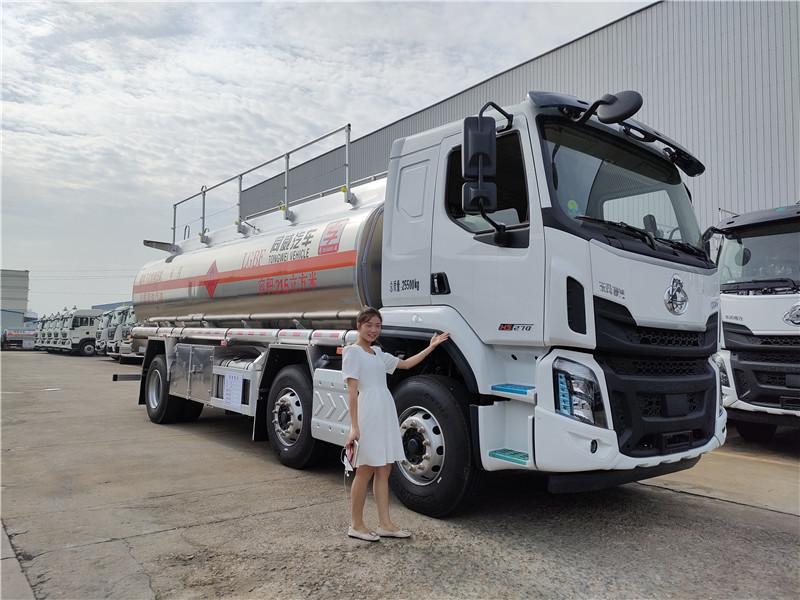 国六东风柳汽小三轴21.5方铝合金运油车 核载17吨柴油