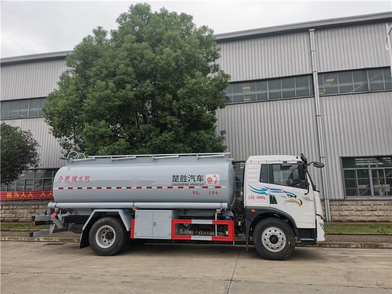 俩广地区国六解放单桥20方减水剂罐式运输车厂家直销电话视频