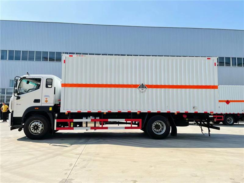 厢长6米8杂项危险品运输车 废机油运输车 国六福田欧航9类危险品运输车额载10.9吨图片