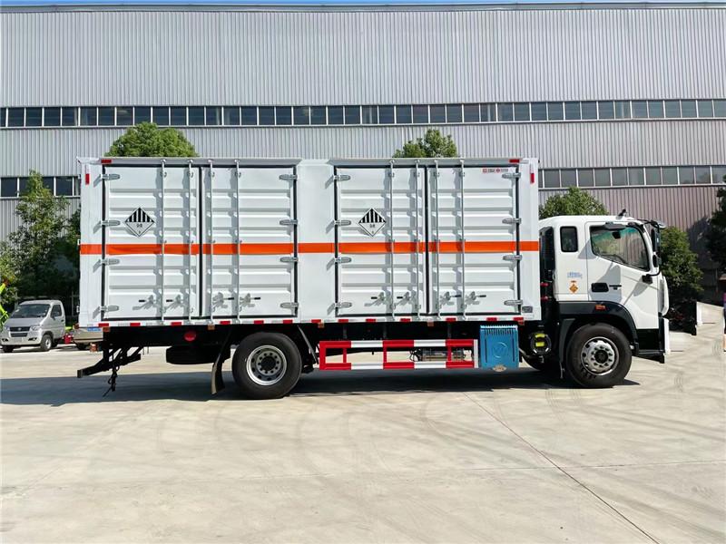 6米8危险品厢式运输车厂家批发  国六福田欧航杂项危险物品厢式运输车 荷载10.9吨不超重图片