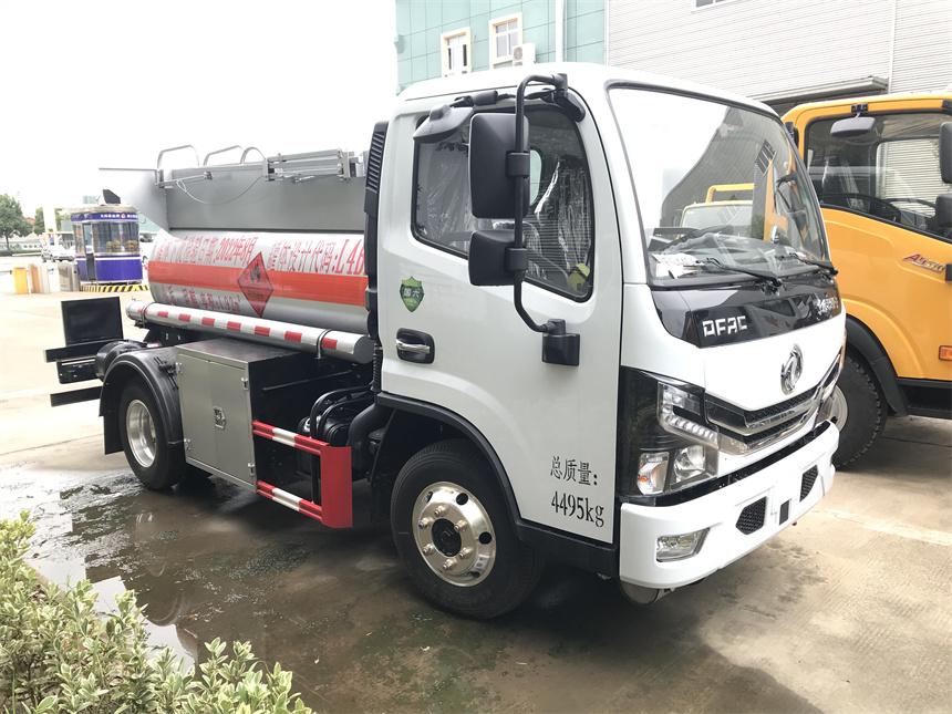 国六1.92方蓝牌甲醇运输车2吨甲醇 乙醇罐式车优势