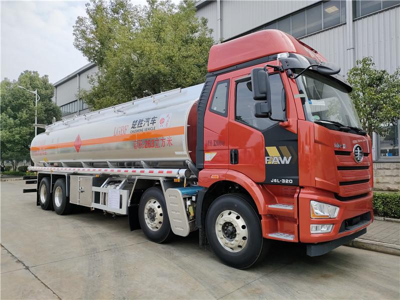 国六解放前四后八26.3方铝合金运油车 标载20.8吨油罐车图片