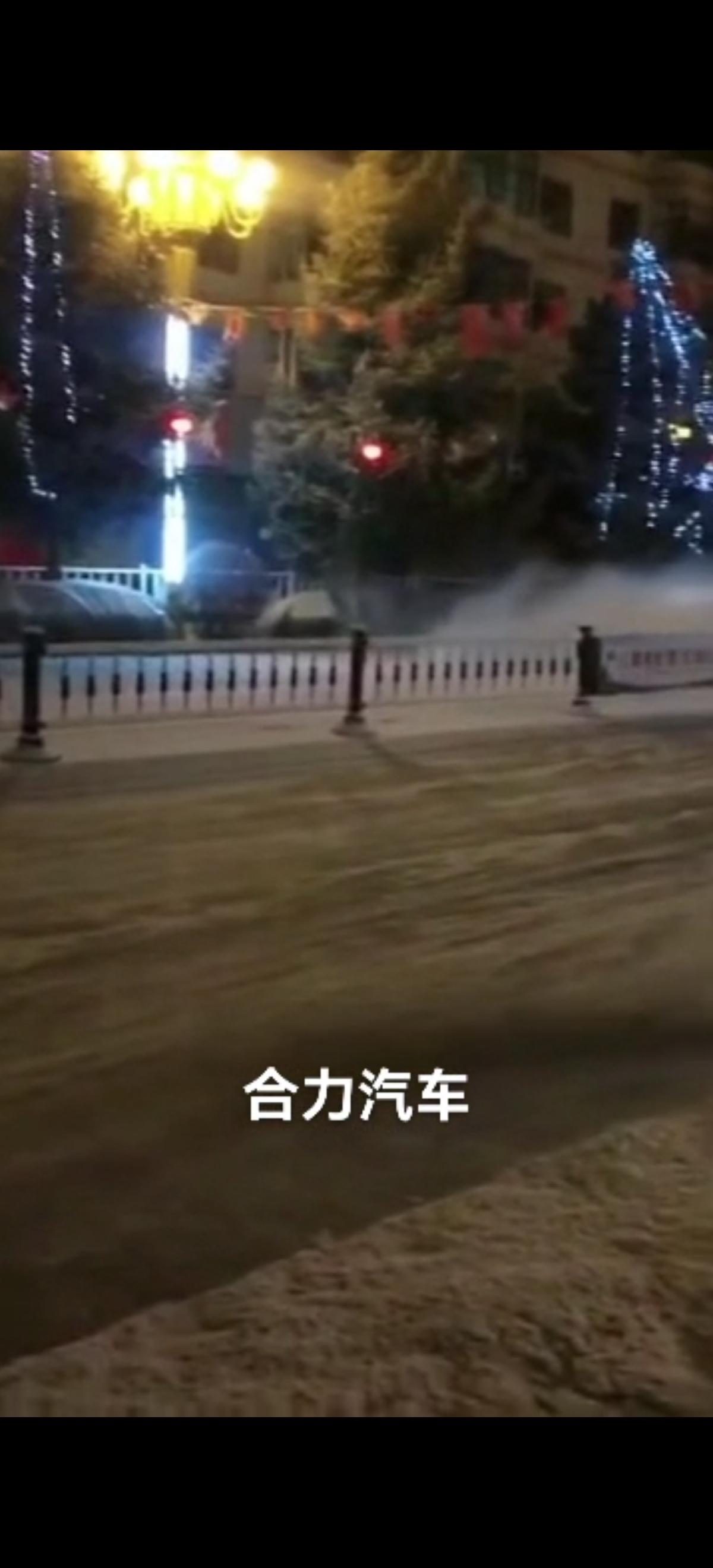 洗扫车加装3米扫雪滚刷视频