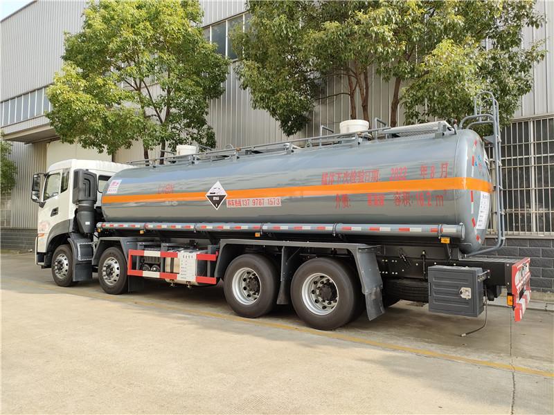化工液体盐酸罐车 18吨氢氯酸罐车 国六钢衬塑防腐罐式运输车视频