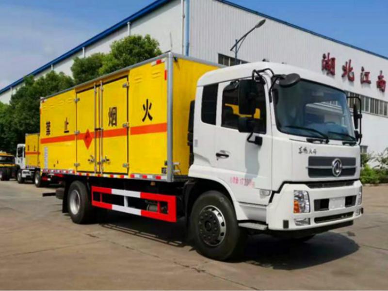 程力危险品厢式运输车东风小三轴液体国庆优惠出售