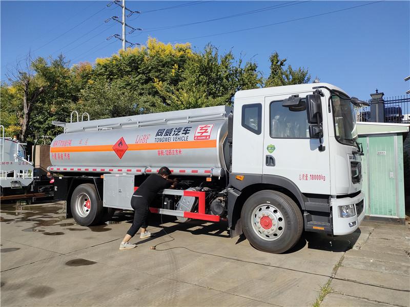 國六東風D9油罐車配置 核載10噸加油車滿載12噸的油罐車視頻