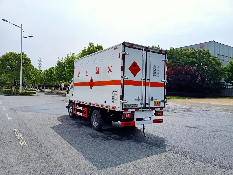 福田蓝牌小卡之星3易燃液体厢式运输车图片