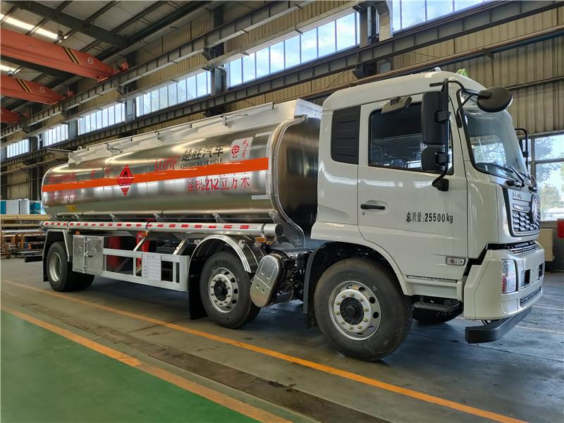 国六18吨铝合金油罐车 东风天锦小三轴21.2方铝合金运油车视频