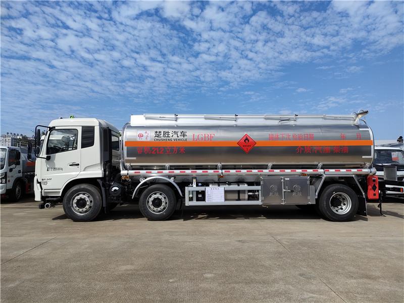 楚胜牌CSC5262GYYLD6A型国六东风天锦小三轴核载16.8吨铝合金运油车厂家包上户