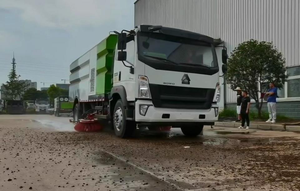 重汽9噸洗掃車圖片