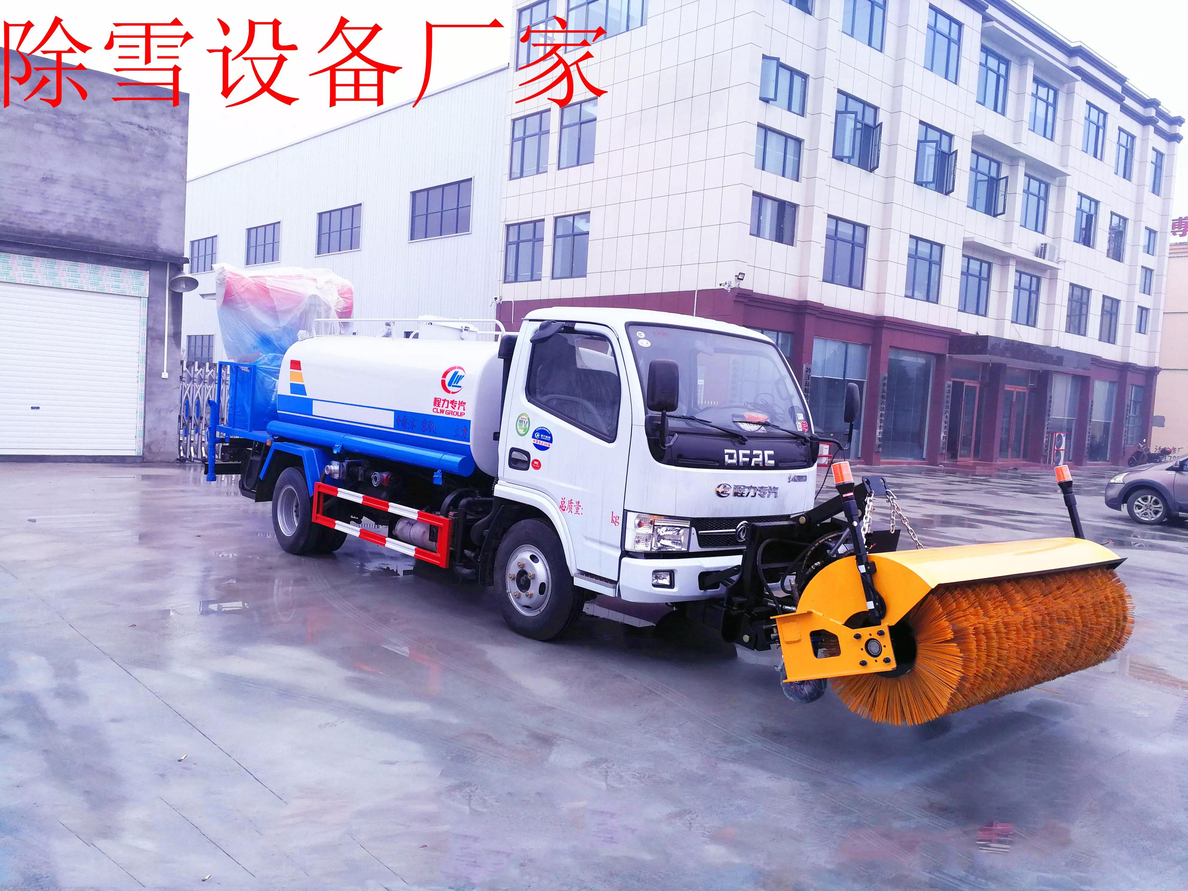 小多利卡洒水车安装2米除雪滚