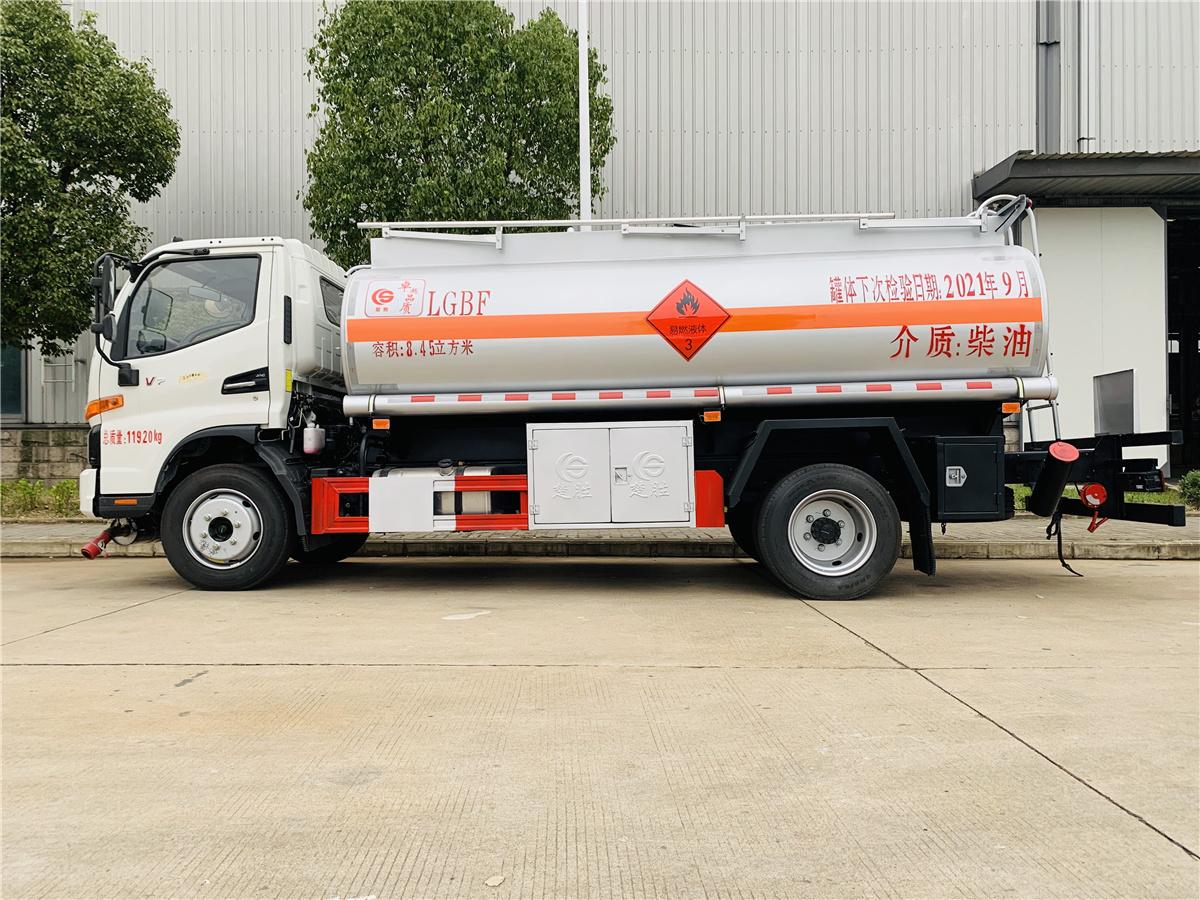 新款上线江淮国六8.45方加油车 碳钢材质工地8吨加油车