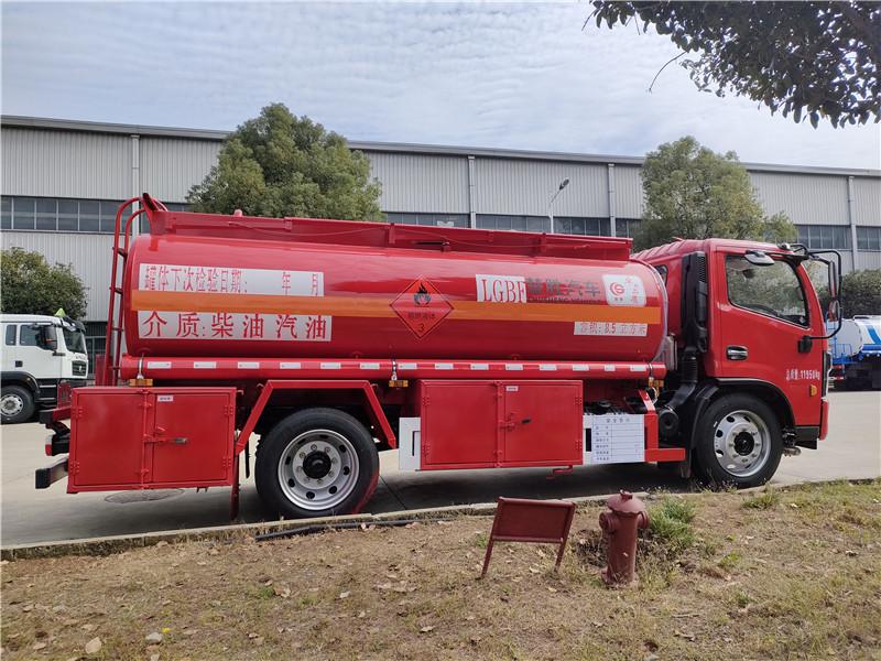 天津牌8吨油罐车手续齐全 国六东风福端卡8.5方加油车 危险品8吨油罐车多少钱一辆?