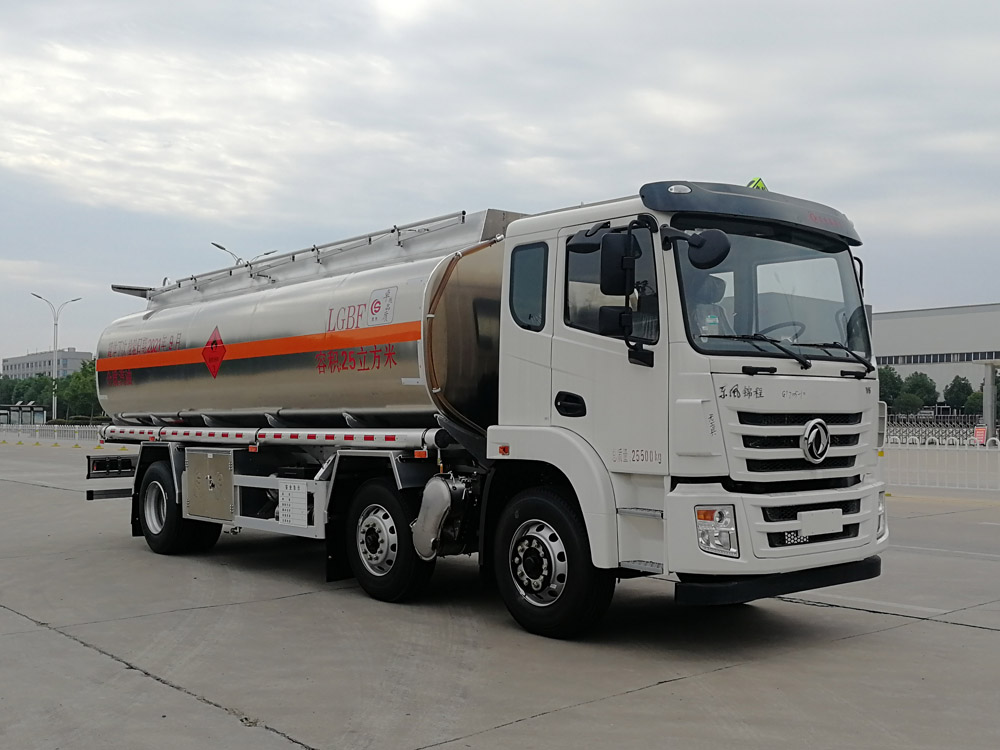 东风天锦小三轴25方国六铝合金油罐车  大容量流动油罐车