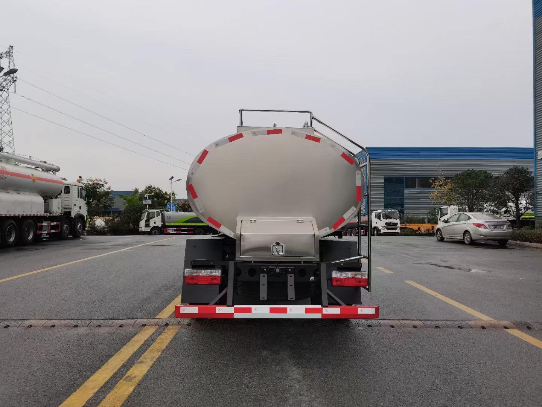 东风多利卡4.7立方奶罐车