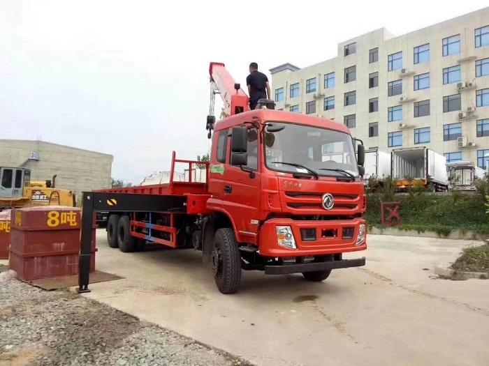 东风特商后八轮三一12吨随车吊