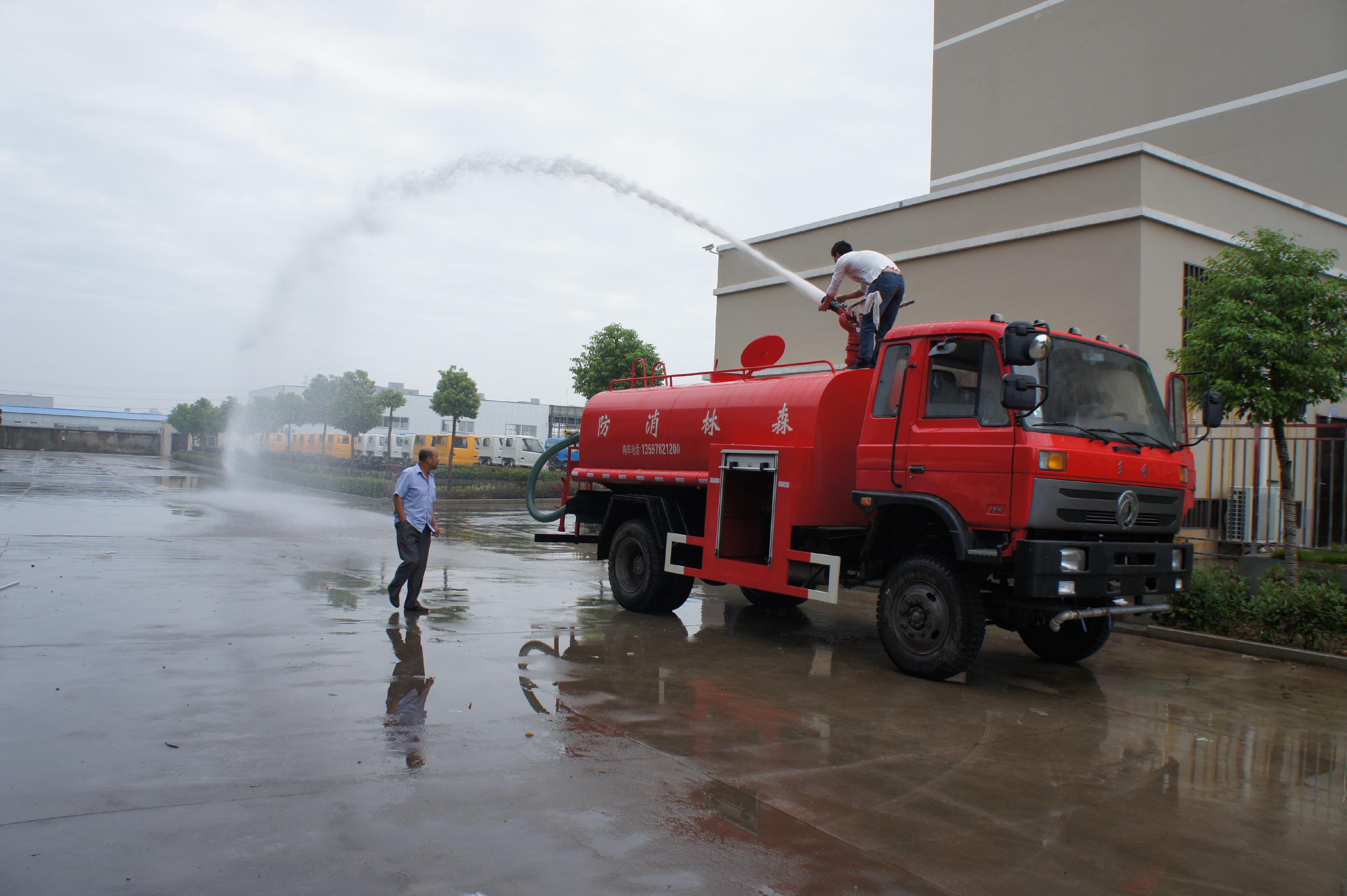 东风10吨消防洒水车图片