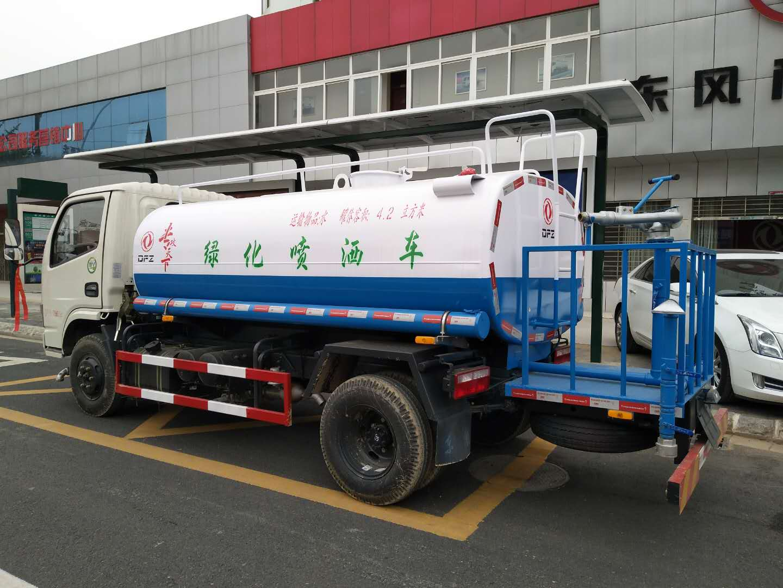 国五东风5吨洒水车图片