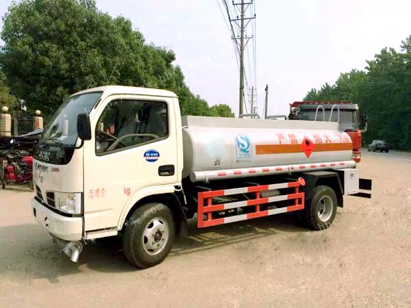 东风蓝牌2吨3吨油罐车东风油罐车图片