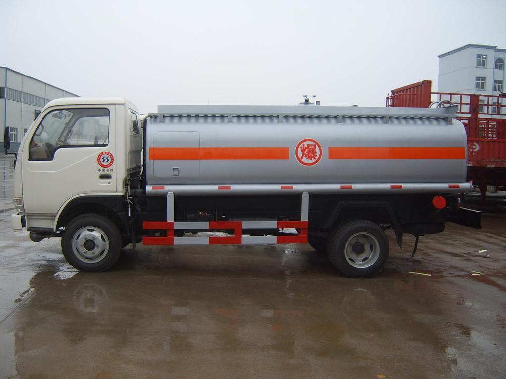江淮6吨油罐车5吨油罐车图片