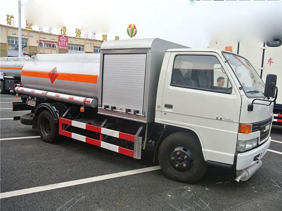 江铃4吨5吨油罐车东风油罐车图片