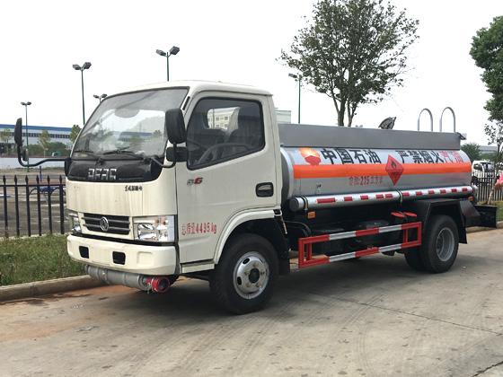 东风多利卡2吨加油车小型2吨加油车图片