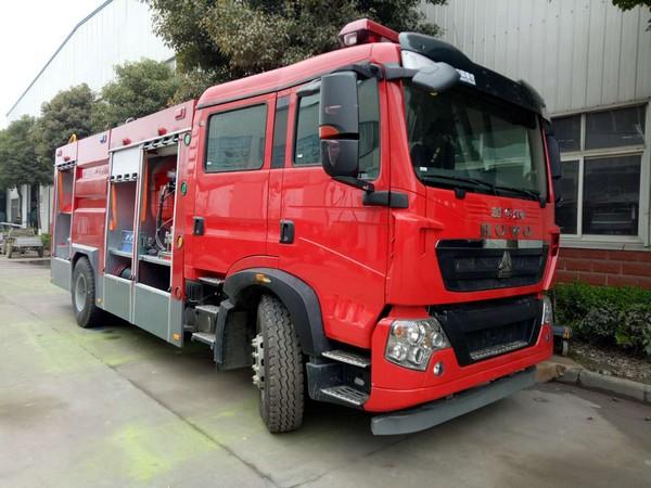 重汽豪沃干粉泡沫联用消防车(国五)图片
