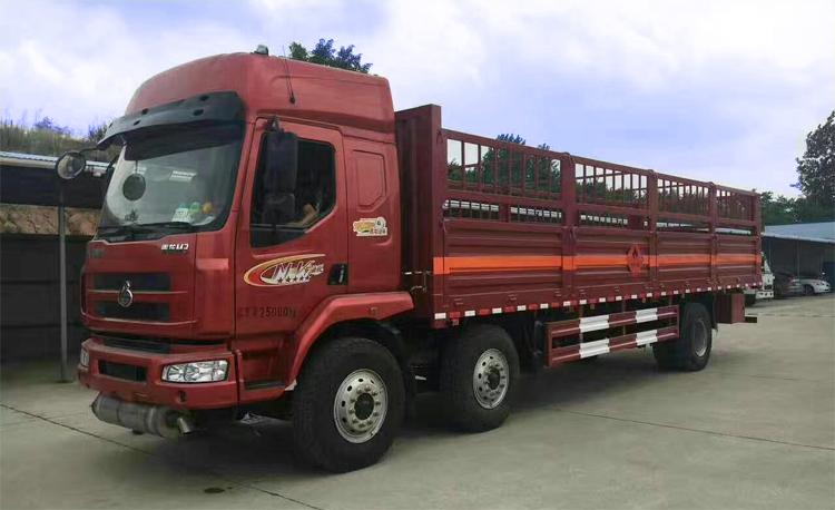 柳汽乘龙9.55米仓栏式气瓶运输车载重15吨气瓶运输车图片