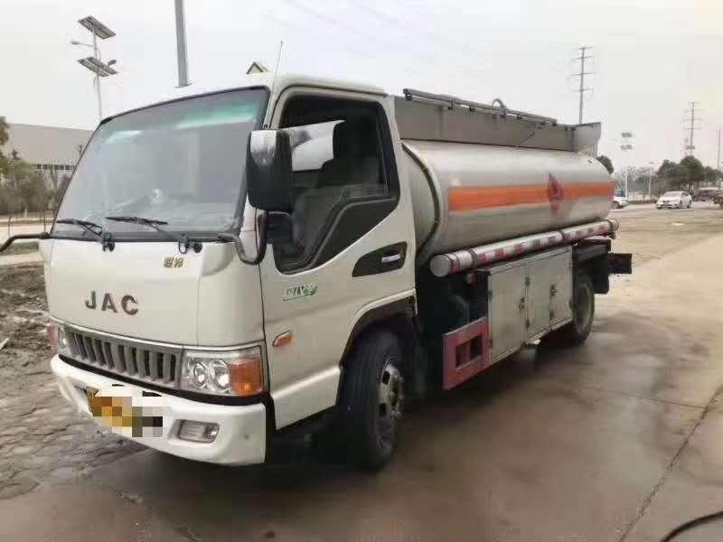 二手5吨加油车低价出售江淮五吨加油车买到即是赚到图片