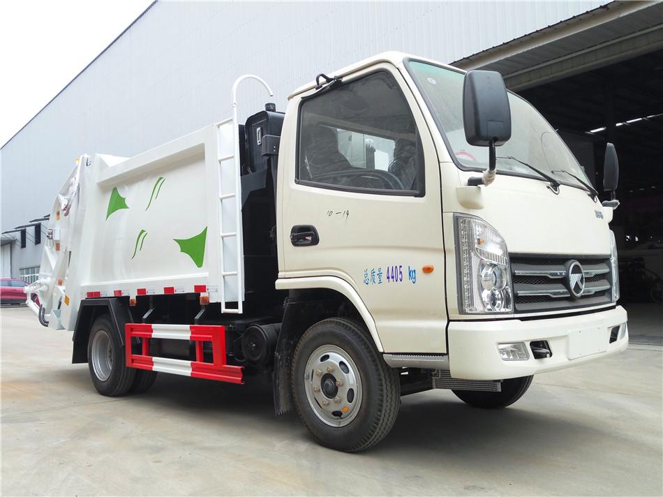 蓝牌凯马4.5吨压缩垃圾车4吨压缩垃圾车图片