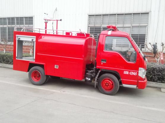 福田2吨水罐消防车全柴88马力福田消防洒水车图片