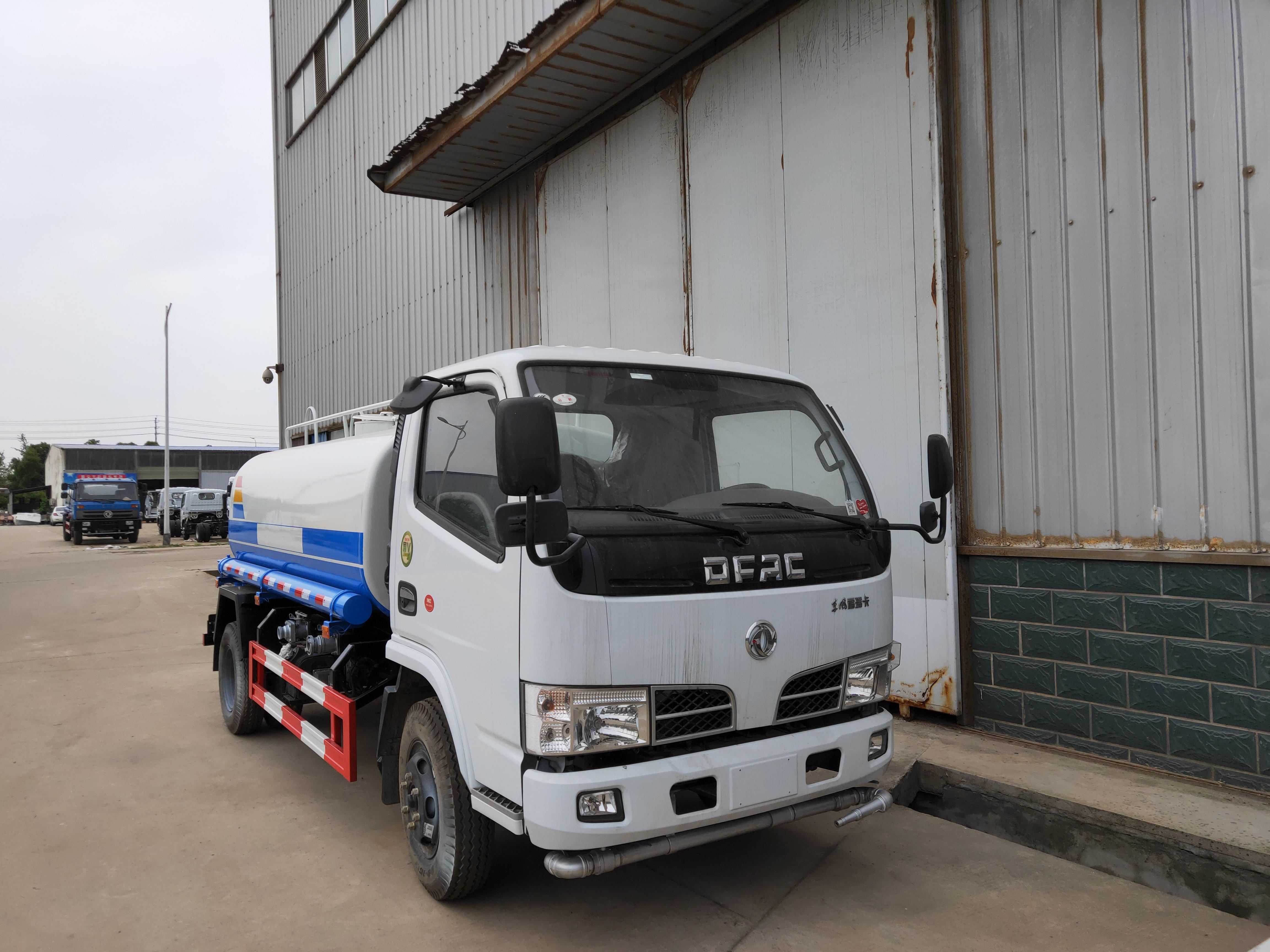 东风多利卡锡柴142马力8吨绿化洒水车8吨洒水车图片
