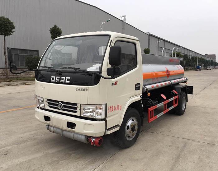 东风小多利卡2.3方加油车小型2吨加油车图片