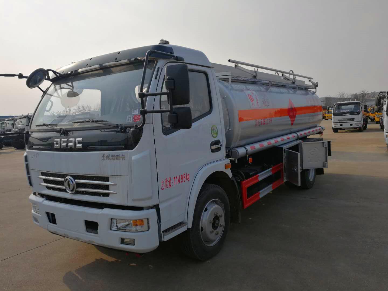 东风大多利卡8吨加油车图片