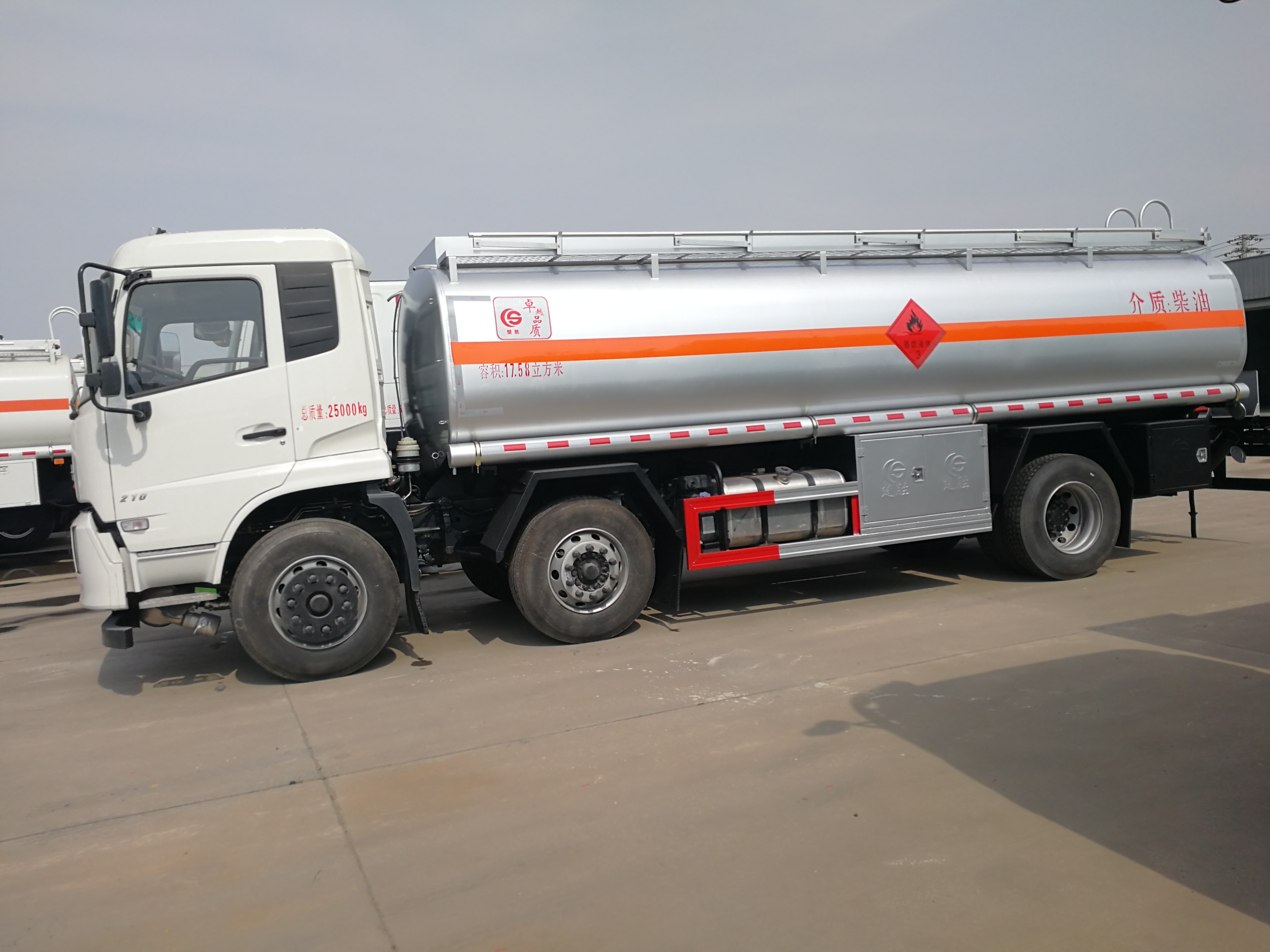 东风天锦15吨20吨加油车运油车油罐车东风油罐车图片