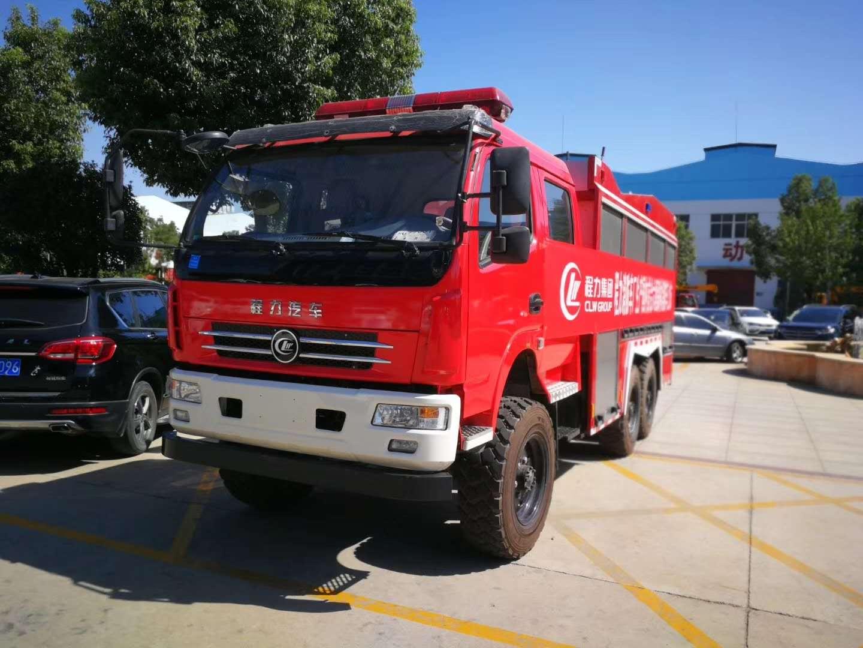 履带式无线遥控消防机器人……危险区域可以不用消防官兵涉入危险区域!