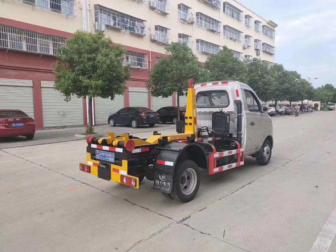 长安国六2-4方钩臂垃圾车图片