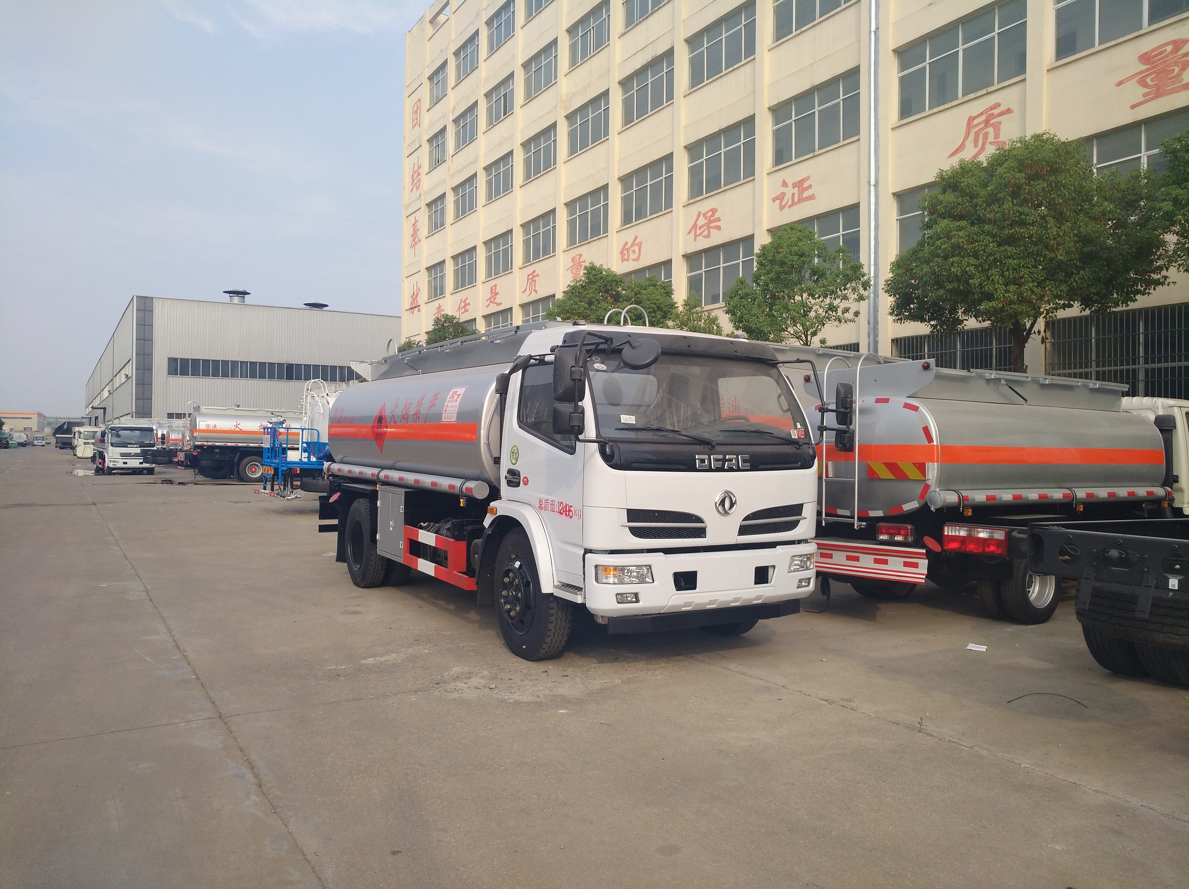 东风福瑞卡多利卡8吨油罐车东风油罐车图片