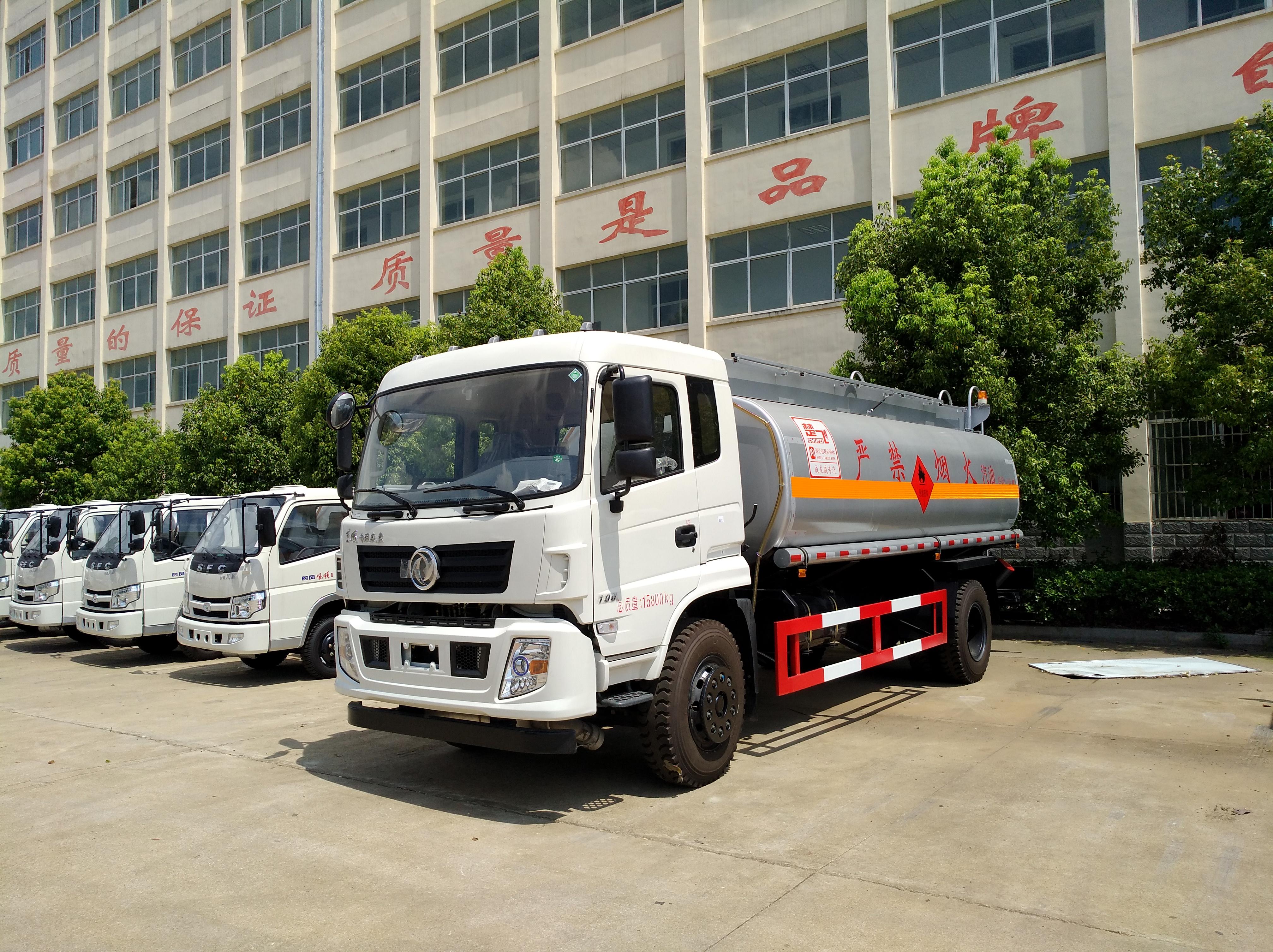东风专底10吨油罐车图片